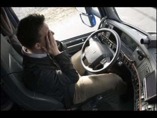 conducteur fatigué au volant