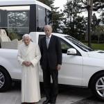 le pape et sa papamobile