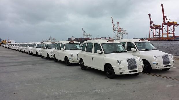 taxi londonien blanc